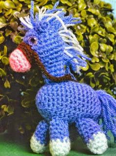http://patronesgratisdetejido.blogspot.com.ar/2014/09/caballito-al-crochet-amigurumi.html