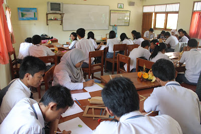 Sekolah Gratis, Tuh Kan Sekolah Akhirnya Puyeng Cari Utangan