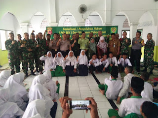 Penyuluhan Hukum dan Wawasan Kebangsaan Kepada Siswa Oleh TNI Dan Polri