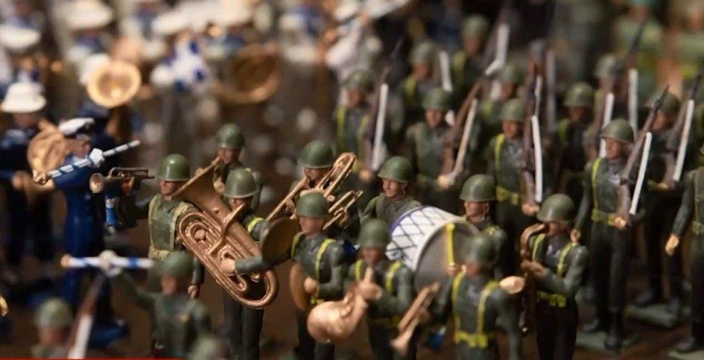 Ξάνθη: Μια διαφορετική βιτρίνα με μολυβένια στρατιωτάκια για τον εορτασμό της 28ης Οκτωβρίου