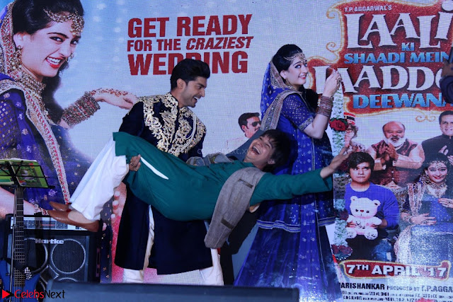 Star cast having fun at Sangeet Ceremony For movie Laali Ki Shaadi Mein Laaddoo Deewana (5).JPG