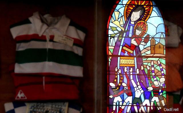 Vitrail, chapelle Notre Dame du Rugby, Larivière Saint-Savin, Landes