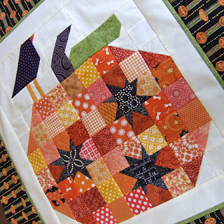 #QuiltBee: pumpkin table topper