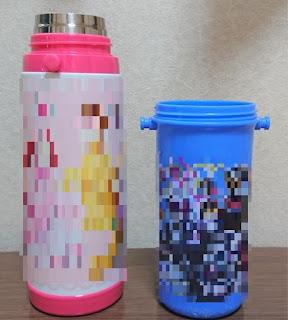 水筒の大きさを比較した写真