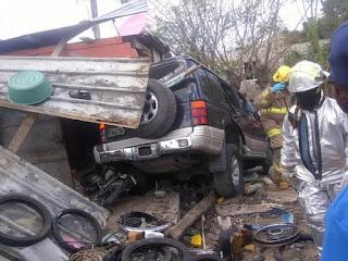 Tres muertos y varios heridos tras estrellarse yipeta contra vivienda en El Seibo