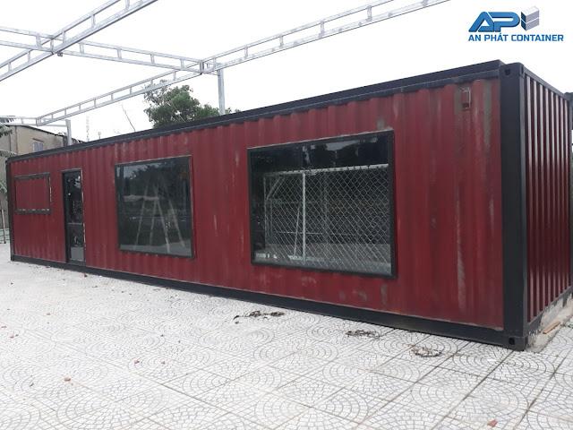 Container văn phòng 40 feet, màu nâu chủ đạo. Trang bị cửa sổ lớn bằng kính cường lực