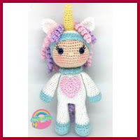 Chica disfrazada de unicornio