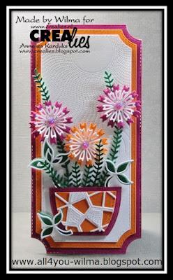 Een slimline-ticket-kaart met een versierde vaas met bloemen. A slimline-ticket-card with a decorated vase with flowers.