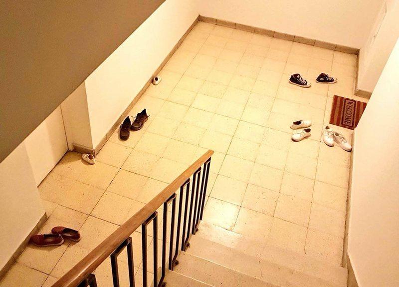 sirve sacarse los zapatos al llegar de la calle