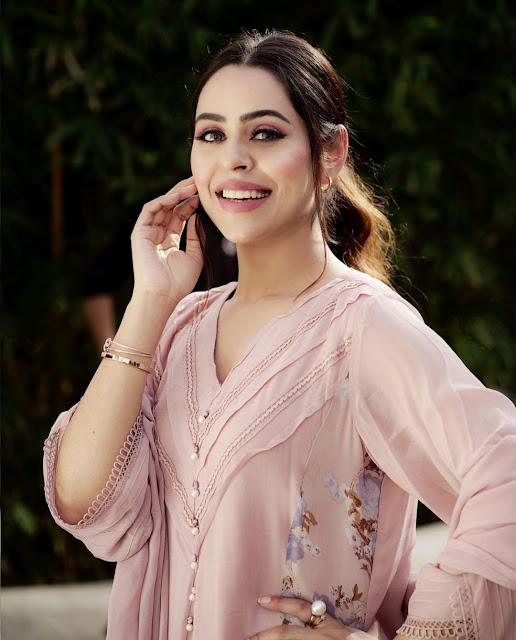 Jenny Johal she is Punjabi Singer smiling in this photo