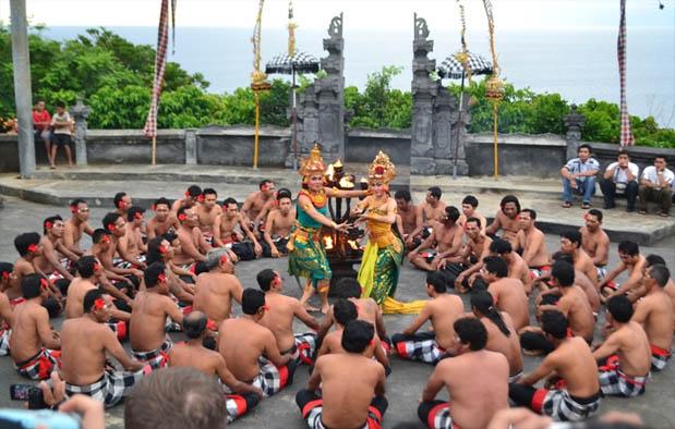 Tari Kecak Asal Bali