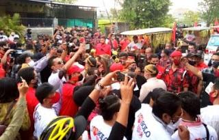 FPl Tuding Mahfud MD Miliki Motif Lain ke HRS, Acara Gibran di Solo Ramai Tak Jaga Jarak
