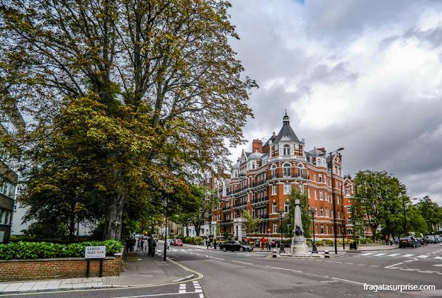 Faixa de pedestres de Abbey Road, Londres, da capa do disco dos Beatles