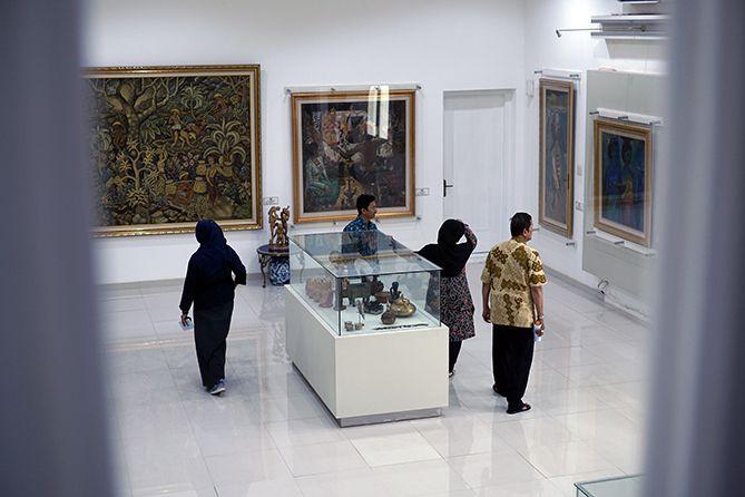 Para pengunjung di Museum Istana Yogyakarta
