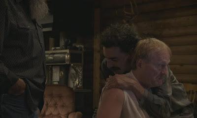 Borat 2 - escena cuarentena con los partidarios de Trump