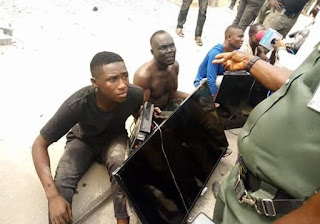 Thugs nabbed with Plasma TV sets stolen from the home of Bayelsa Governor,  Dickson (Photos)