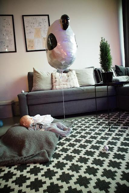 vauva, baby b, ilmapallo, panda pallo, olohuone,