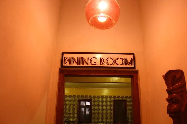Ruang makan hotel yang bisa saja berisi makanan yang bikin sulit BAB saat traveling.