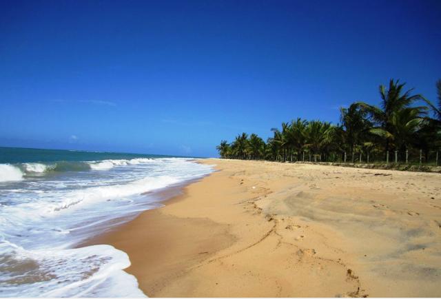 A praia dos nativos é excelente para o banho, principalmente para quem deseja fazer esportes aquáticos, caminhadas, stand up e tem com opções aluguel de prancha de surf, caiaques, e passeio a cavalo nas areias