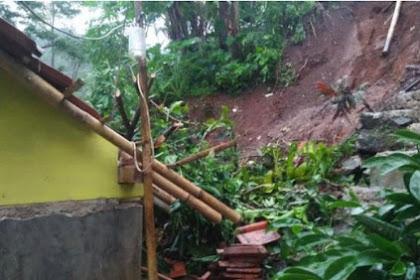 Ibu RT di Ciamis tewas tertimpa tembok saat di rumahnya tertimbun longsor