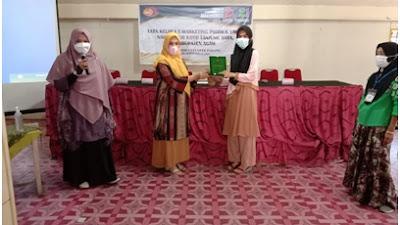 Dosen UPI YPTK Padang Berbagi Ilmu Tata Kelola E-Marketing untuk Kelompok Usaha Rinuak
