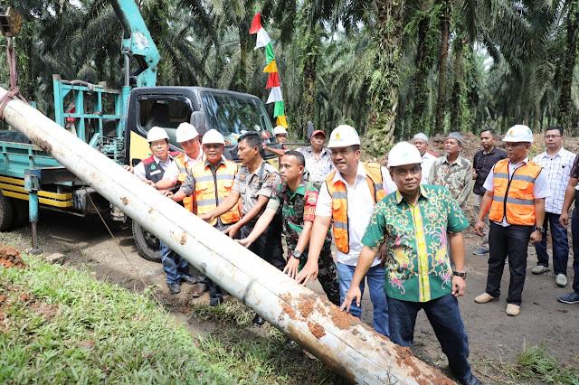 Peran Bupati Asahan, Alhamdulillah... Pembangunan Jaringan Listrik Bukit Kijang Terwujud