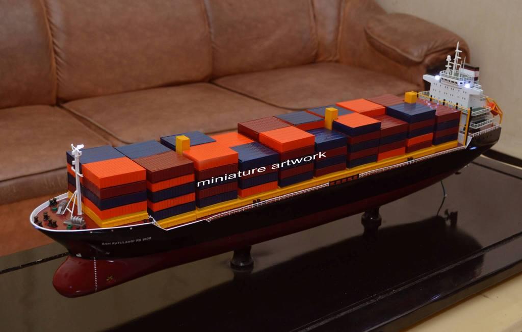 miniatur kapal kontainer mv sam ratulangi pb palwo buwono 1600 container ship milik perusahaan pt djakarta lloyd planet kapal rumpun artwork