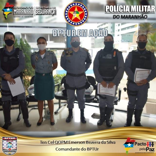 COMANDANTE DO BPTUR REALIZA ENTREGA DE CERTIFICADOS AOS POLICIAIS DA UNIDADE