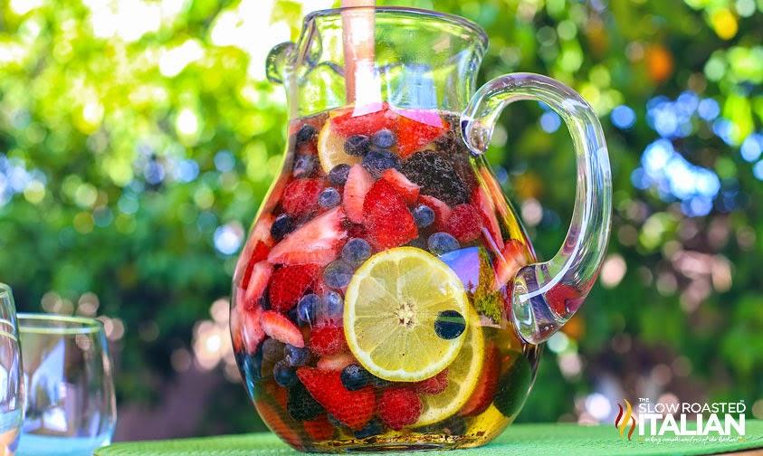 http://theslowroasteditalian-printablerecipe.blogspot.com/2014/06/summer-berry-sangria.html