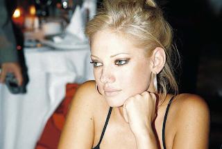Η Τζούλια εμφανίστηκε ανησυχητικά αδυνατισμένη και έχει γίνει σκιά του εαυτού της - Εικόνες