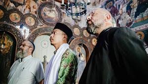 Ketika Santri Cirebon Nyanyikan Kasidah Kesukaan Mbah Moen untuk Rabbi Yahudi di Gereja