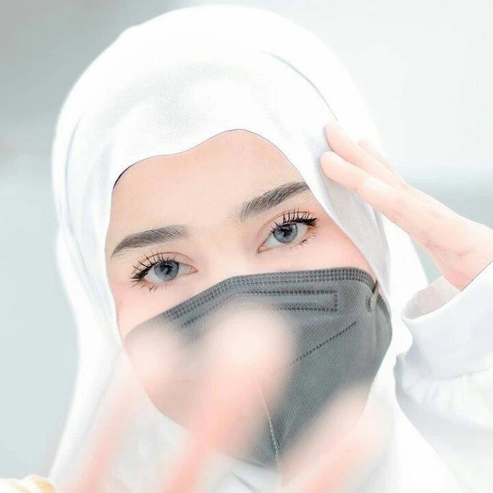 Indian Hijab Girl DP for Instagram Page with Caption