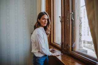 Alicia Vikander  in Jeans On The Set Of A Photoshoot for Gothenburg