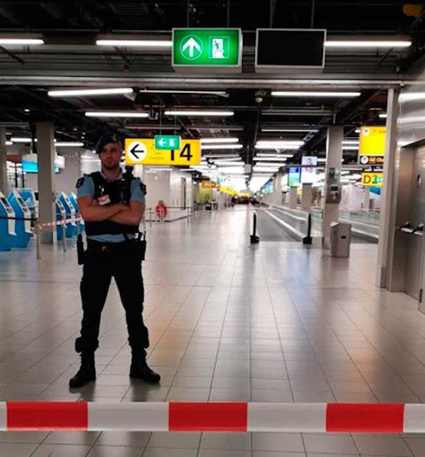 La falsa alrma de secuestro de un avión de Air Europa con destino a Madrid en Amsterdam, obligaron a precintar el aeropuerto de Schiphol