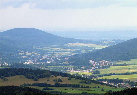 Miasto Jesionik (czes. Jeseník, niem. Freiwaldau) w dolinie rzeki Belá.