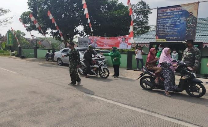 Cegah Covid-19, Persit KCK Ranting 5 Koramil 0204/Taktakan Bagikan Masker pada Masyarakat