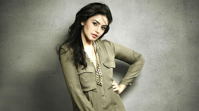 Huma Qureshi HD Desktop Wallpaper