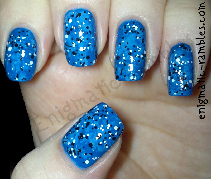 confetti-black-white-glitter-blue-nails-loreal-top-coat-models-own-true-blue