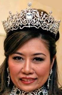 aquamarine tiara pahang malaysia queen tengku ampuan azizah nurul kamalia
