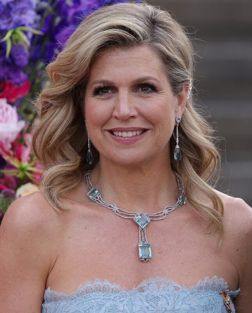 Queen Maxima wore a gown by Valentino,  The Queen had worn the dress first in 2011 for visit Monaco. Belle Epoque necklace