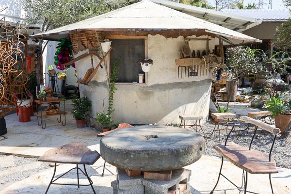 苗栗銅鑼回角左岸咖啡結合農村古厝和白色貨櫃屋,喝茶賞景好拍照