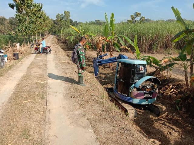 Kodim Sragen - Alat berat bergerak membongkar tanah untuk pembuatan Talut  Baleharjo