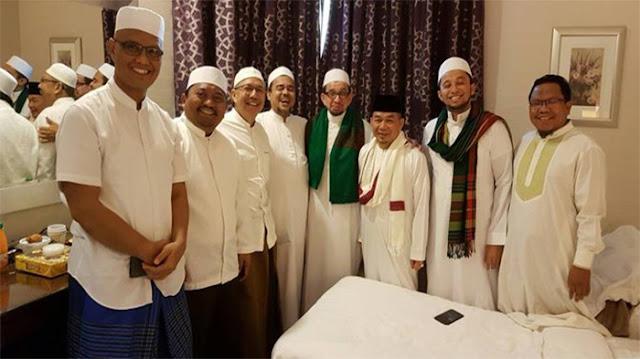 Di Indonesia Jadi DPO, Tapi Di Arab Saudi Habib Rizieg Malah Santai Dan Bertemu Dengan Para Politisi