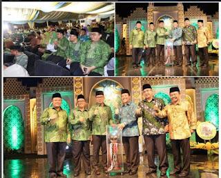 Foto: Ridwan Kamil Saat Menerima Piala Penghargaan Juara Umum MTQ Tingkat Jabar