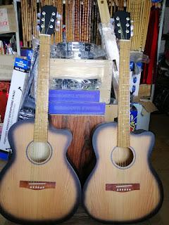690k Bán đàn guitar giá rẻ tại cửa hàng guitar tấn phát