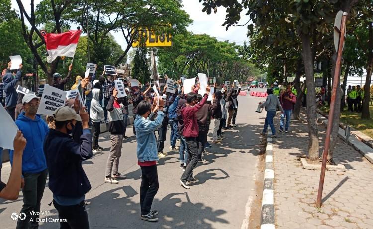 Dugaan Salah Tangkap, Mahasiswa Desak Kapolrestabes Kota Bandung Dicopot