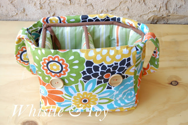 Reuse those crib bumpers as a soft liner for this easy DIY Camera Bag! | Whistle and Ivy