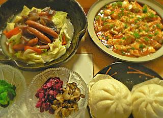 夕食の献立 ウインナー炒め ニラおひたし 麻婆豆腐
