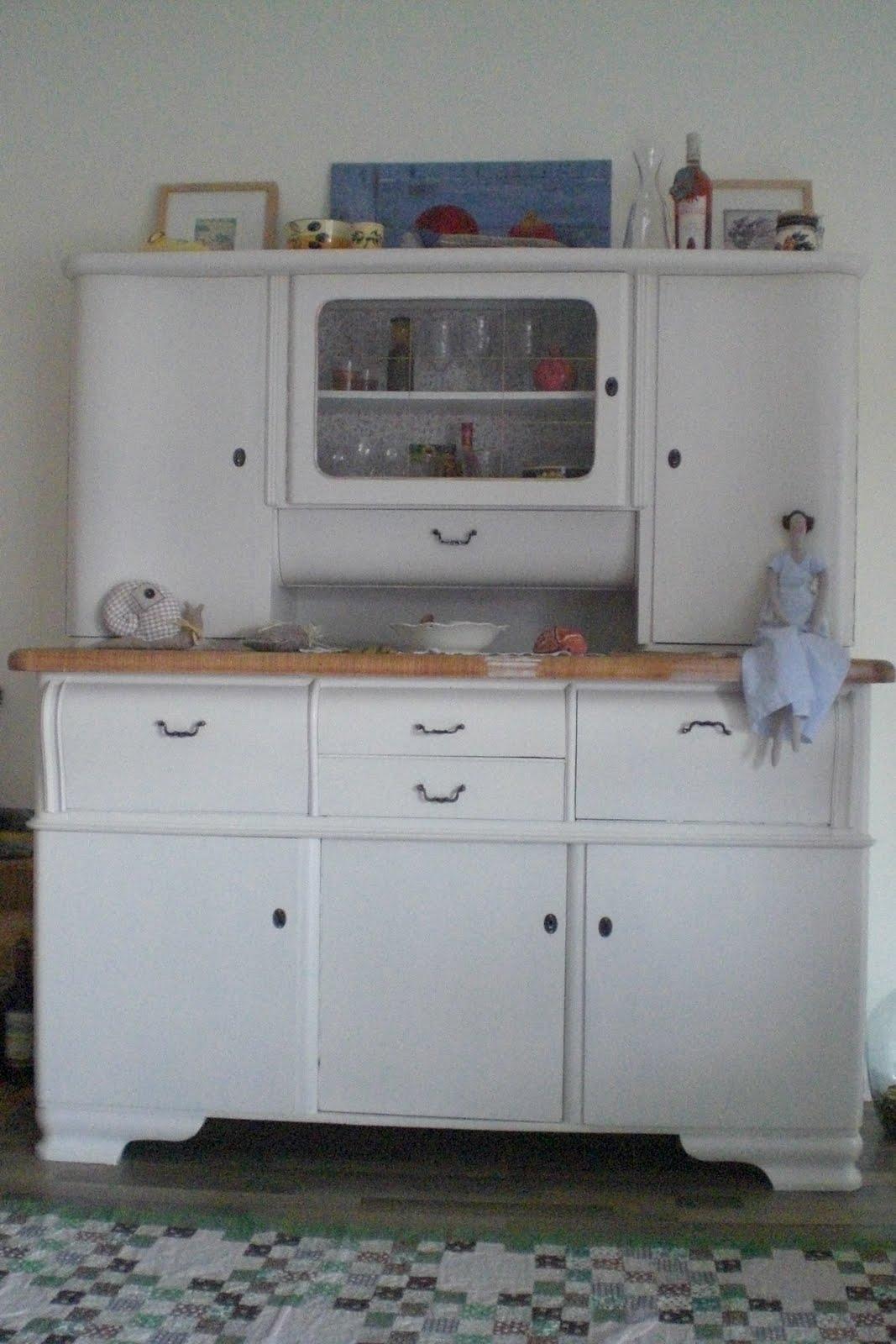 dies und das alter k chenbuffet. Black Bedroom Furniture Sets. Home Design Ideas
