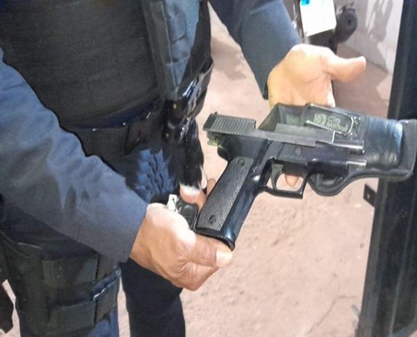 Operação da PM flagra motoristas com pistola 9mm e espingarda